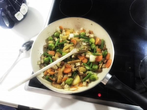 Tiefkühl-Gemüse mit Mandel-Sesam-Tofu