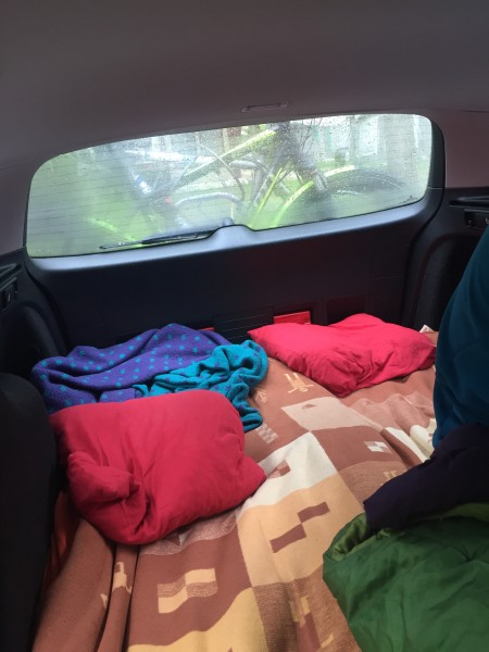 Im Auto kann man echt gut schlafen. :-)