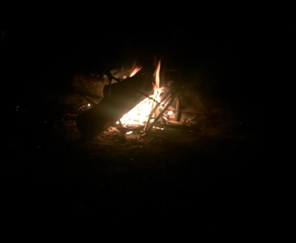 Lagerfeuer am Fluss