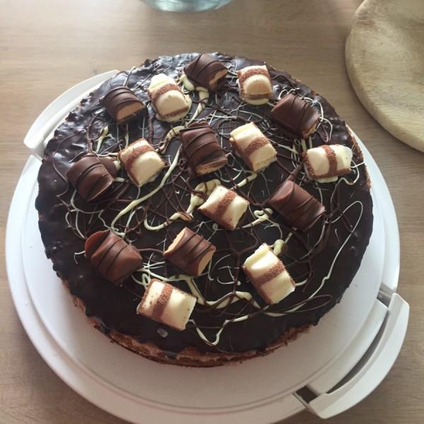 Kinder Bueno Torte für meinen großen Bruder